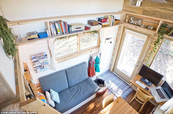 Man lives in a tiny house, friday favorites